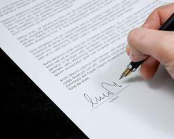 Radca prawny składa oświadczenie o braku lub istnieniu okoliczności stanowiących podstawę wyłączenia z postępowania