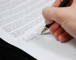 Żaden przepis prawa nie nakłada na wykonawcę obowiązku złożenia oferty, ani nie zmuszania zamawiającego do zawarcia umowy, której treść mu nie odpowiada