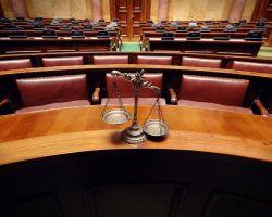 Sankcja przewidziana w art. 46 ust. 4a Pzp nie dotyczy tych wypadków, gdy wykonawca złoży kompletną ofertę, mimo że faktycznie nie spełniał warunków udziału w postępowaniu - postanowienie Sądu Najwyższego z dnia 1 marca 2018 r., I CSK 657/17