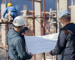 Kierownik budowy nie musi posiadać certyfikatów z zakresu zarządzania projektami, a co najmniej 10. letnie doświadczenie w pełnieniu funkcji kierownika budowy to warunek wygórowany